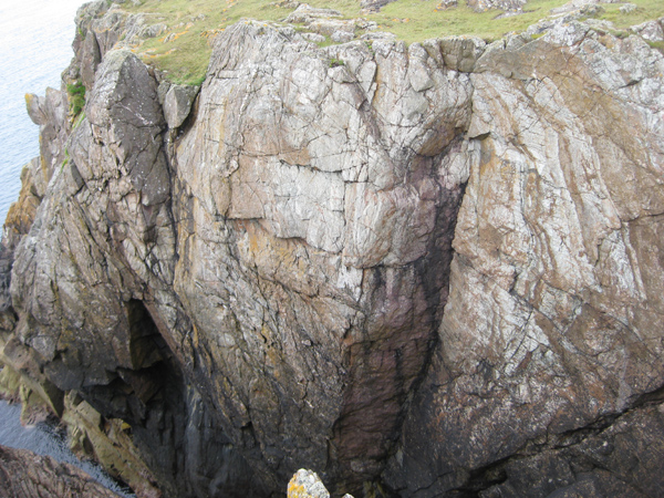 There are two climbing areas on either side of the narrow, grassy Benwee promontory